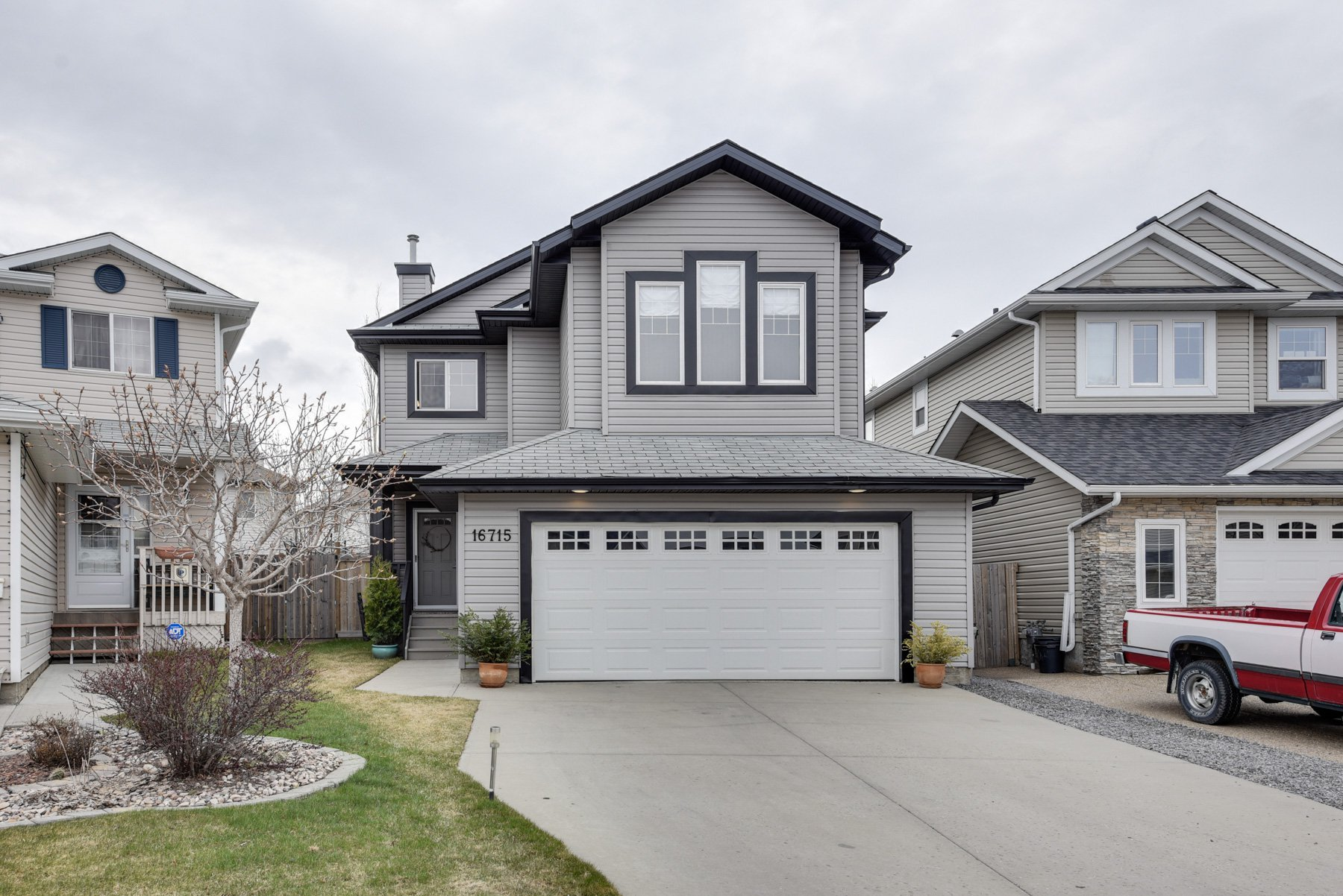 Main Photo: 16715 - 113 Street: Edmonton House for sale : MLS®# E4155746