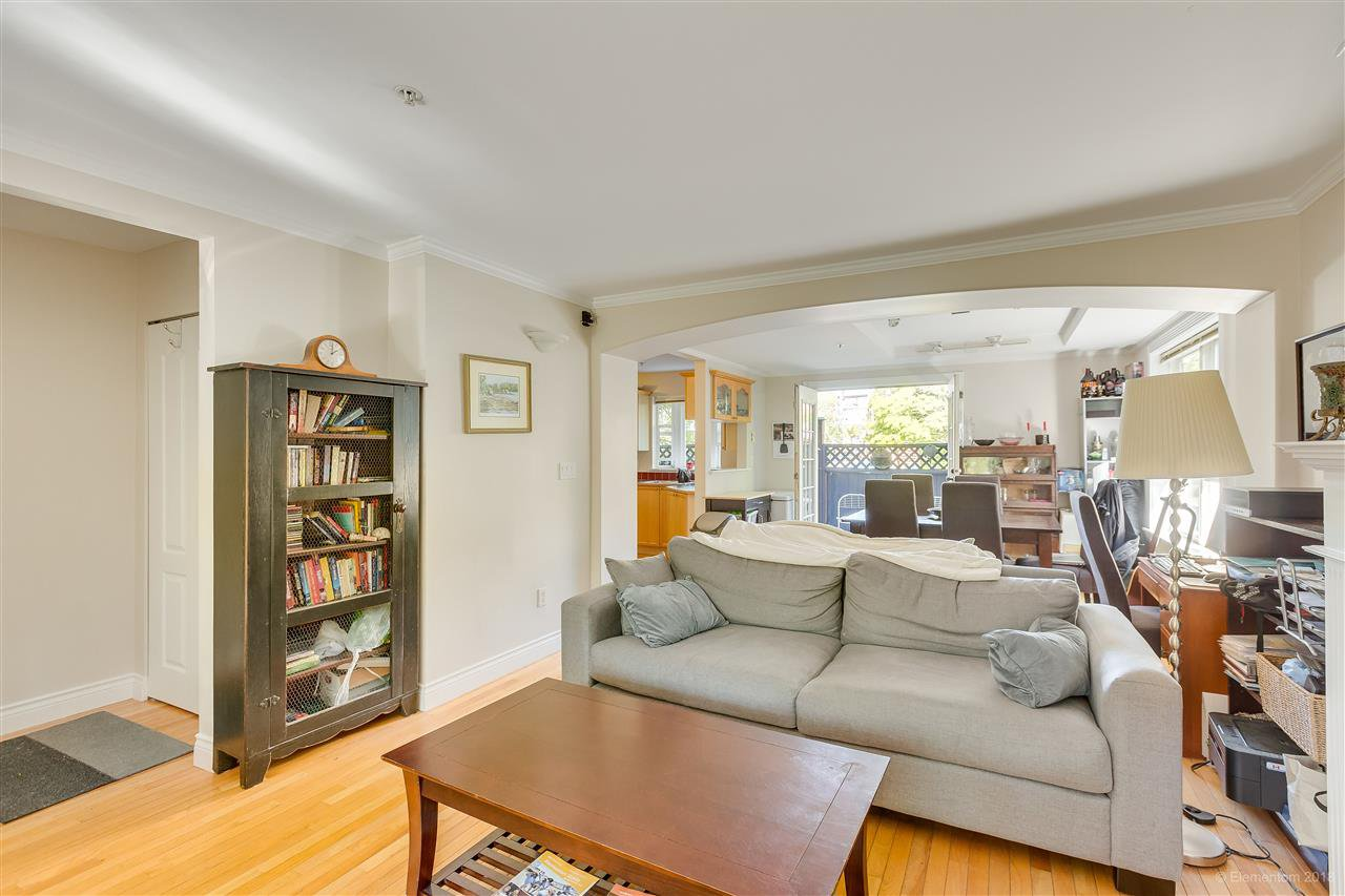 Photo 4: Photos: 1 2540 MANITOBA Street in Vancouver: Mount Pleasant VW House 1/2 Duplex for sale (Vancouver West)  : MLS®# R2397252