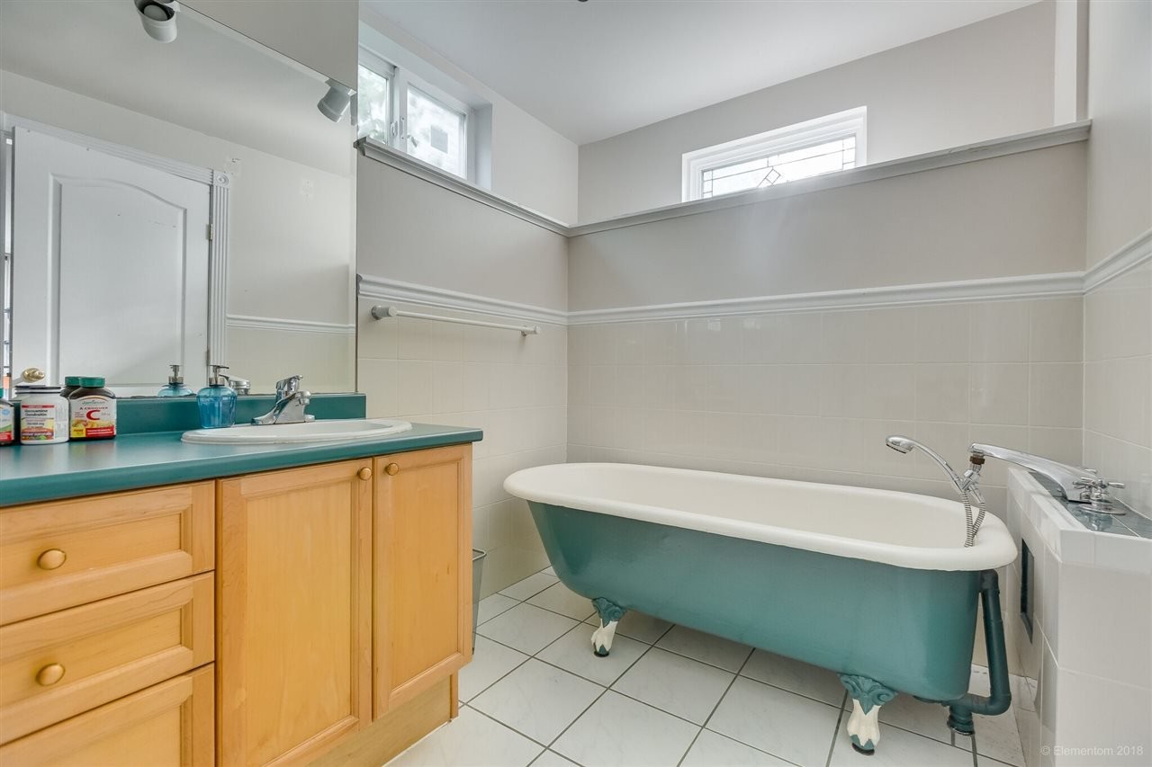 Photo 15: Photos: 1 2540 MANITOBA Street in Vancouver: Mount Pleasant VW House 1/2 Duplex for sale (Vancouver West)  : MLS®# R2397252