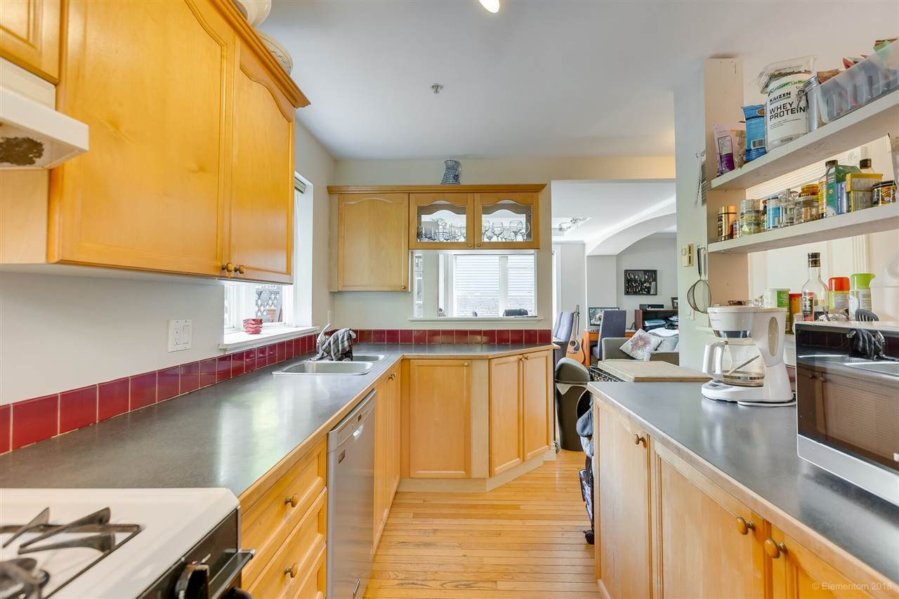 Photo 6: Photos: 1 2540 MANITOBA Street in Vancouver: Mount Pleasant VW House 1/2 Duplex for sale (Vancouver West)  : MLS®# R2397252