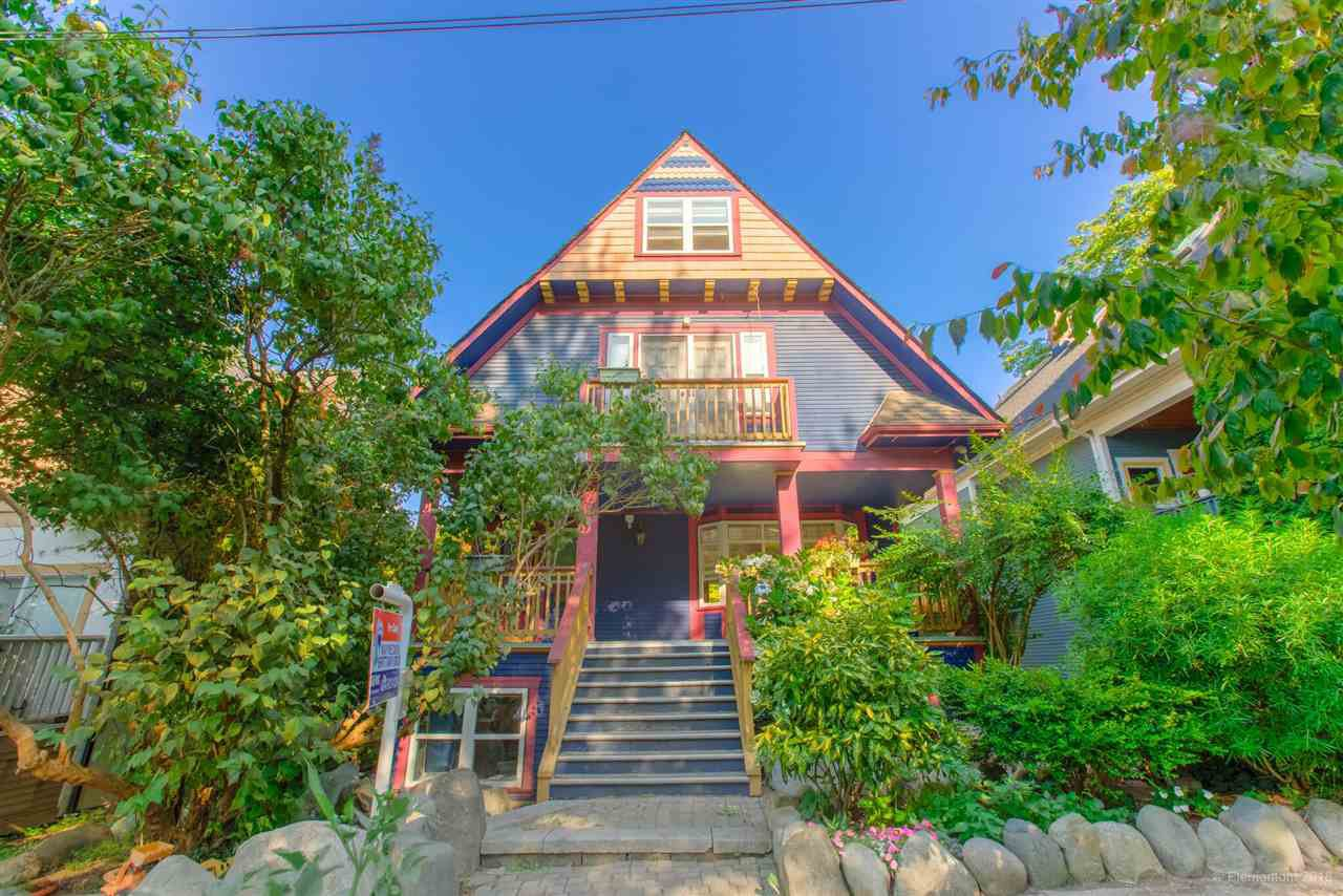 Photo 1: Photos: 1 2540 MANITOBA Street in Vancouver: Mount Pleasant VW House 1/2 Duplex for sale (Vancouver West)  : MLS®# R2397252