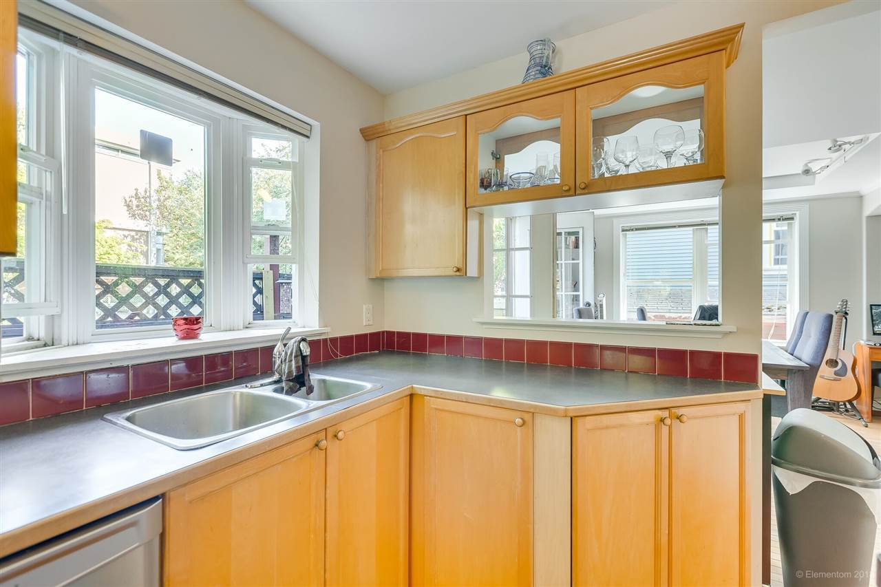 Photo 7: Photos: 1 2540 MANITOBA Street in Vancouver: Mount Pleasant VW House 1/2 Duplex for sale (Vancouver West)  : MLS®# R2397252