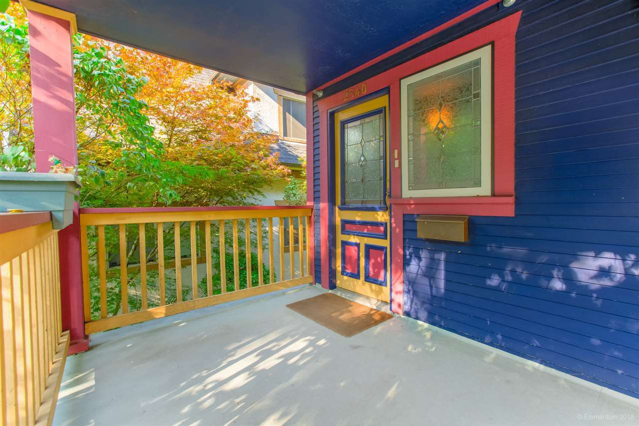 Photo 3: Photos: 1 2540 MANITOBA Street in Vancouver: Mount Pleasant VW House 1/2 Duplex for sale (Vancouver West)  : MLS®# R2397252