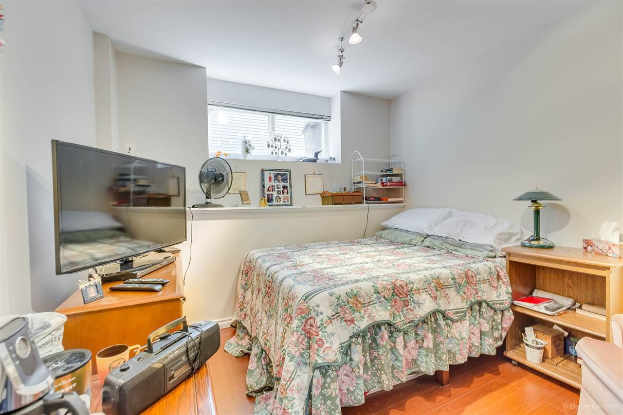 Photo 10: Photos: 1 2540 MANITOBA Street in Vancouver: Mount Pleasant VW House 1/2 Duplex for sale (Vancouver West)  : MLS®# R2397252
