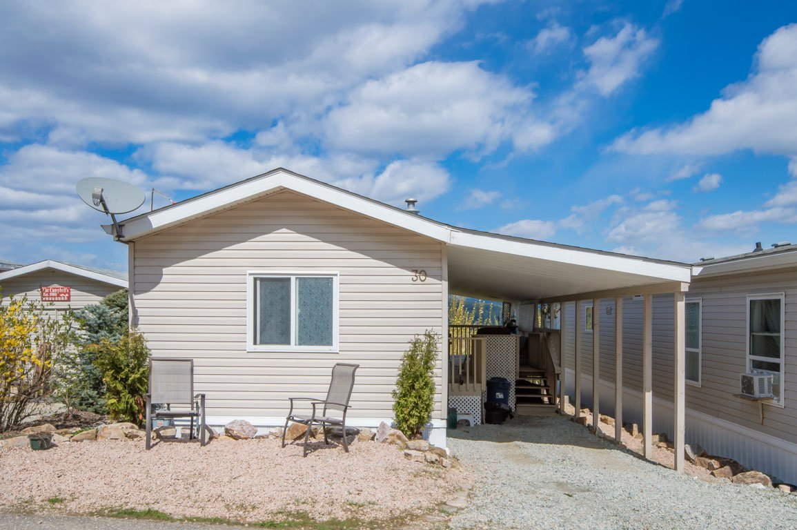 Main Photo: 30 1885 Tappen Notch Hill: Tappen Manufactured Home for sale (shuswap)  : MLS®# 10190924