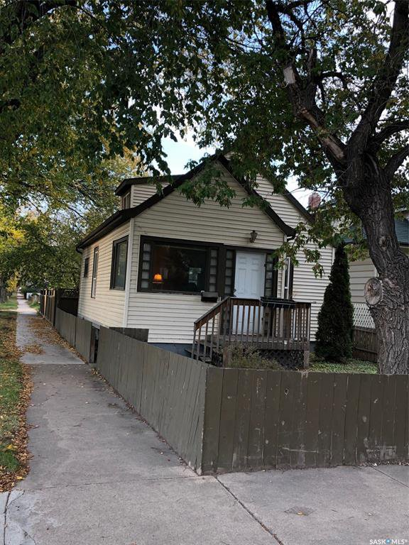 Main Photo: 220 31st Street West in Saskatoon: Caswell Hill Residential for sale : MLS®# SK786817