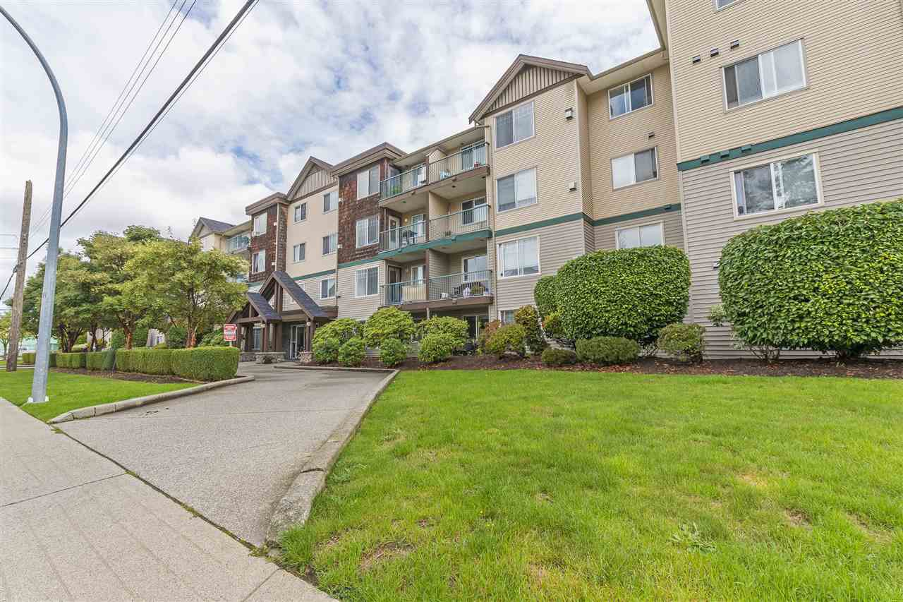 """Main Photo: 113 2350 WESTERLY Street in Abbotsford: Abbotsford West Condo for sale in """"Stonecroft Estates"""" : MLS®# R2406781"""