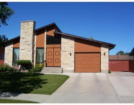 Main Photo: 74 HERRON RD.: Residential for sale (Maples)  : MLS®# 2714305