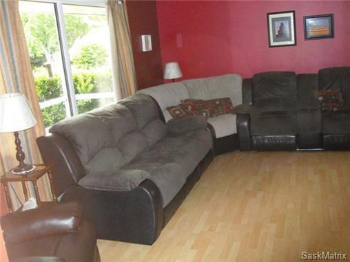 Photo 8: Photos: 540 East Place in Saskatoon: Eastview Single Family Dwelling for sale (Saskatoon Area 02)  : MLS®# 503868