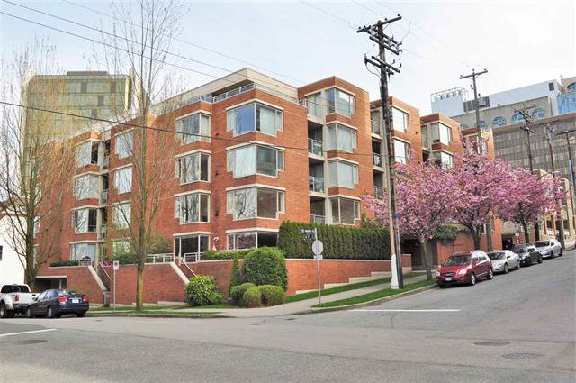 Main Photo:  in Vancouver West: Condo for sale : MLS®# R2075940
