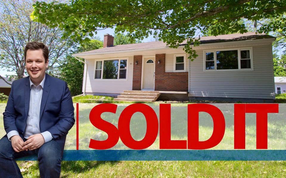 Main Photo: 10 Devon: Sackville House for sale : MLS®# M13427