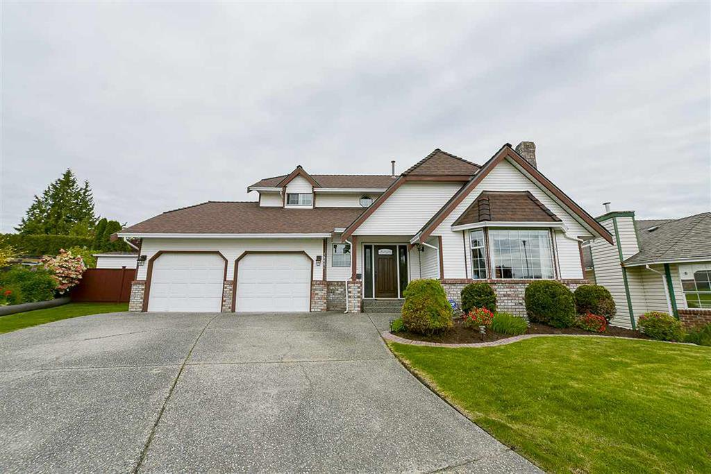 Main Photo: 19081 SUNDALE COURT in : Cloverdale BC House for sale : MLS®# R2164392