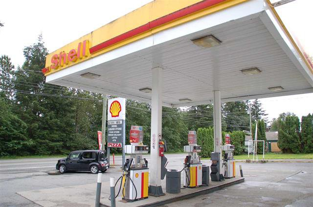 Photo 2: Photos: Exclusive Shell Gas Station with Liquor Store: Business with Property for sale