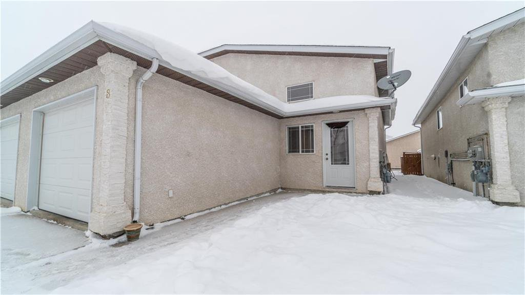 Main Photo: 8 CAMBRIDGE Way in Steinbach: Residential for sale (R16)  : MLS®# 202002213