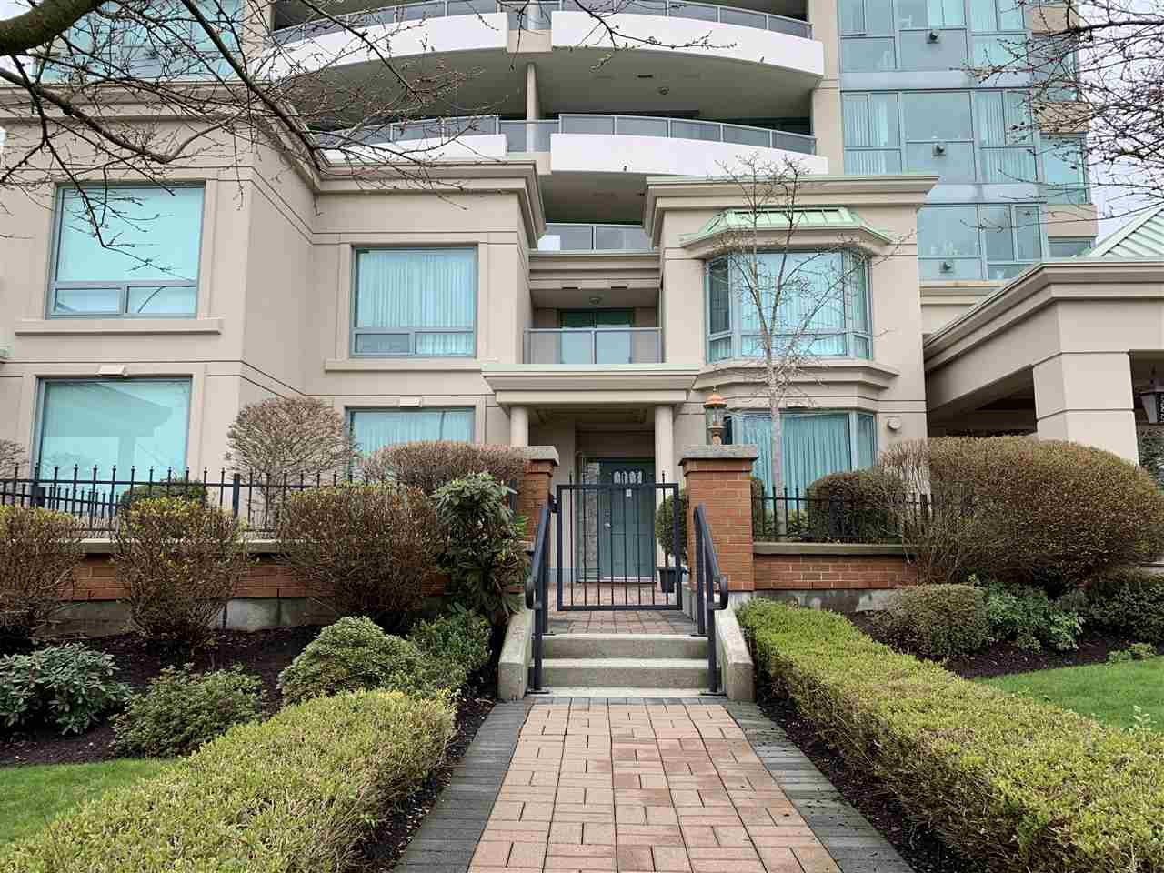 "Main Photo: TH1 6659 SOUTHOAKS Crescent in Burnaby: Highgate Townhouse for sale in ""GEMINI II"" (Burnaby South)  : MLS®# R2442488"