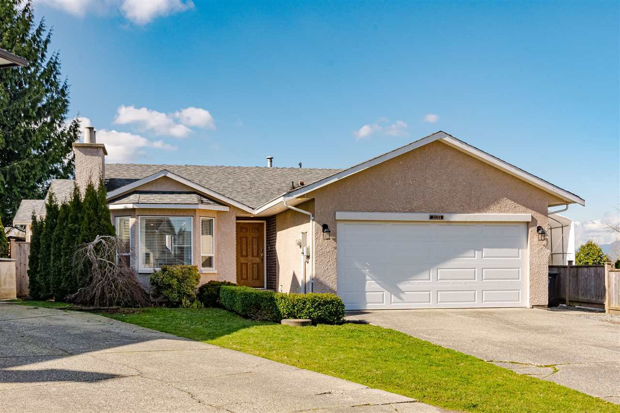"""Main Photo: 21211 89B Avenue in Langley: Walnut Grove House for sale in """"James Kennedy"""" : MLS®# R2443306"""