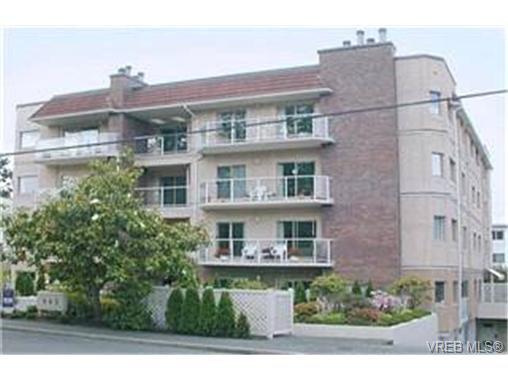 Main Photo: 302 945 McClure St in VICTORIA: Vi Fairfield West Condo Apartment for sale (Victoria)  : MLS®# 369936
