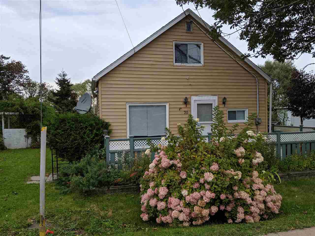 Main Photo: 70 Bridge Avenue in Stellarton: 106-New Glasgow, Stellarton Residential for sale (Northern Region)  : MLS®# 202001087