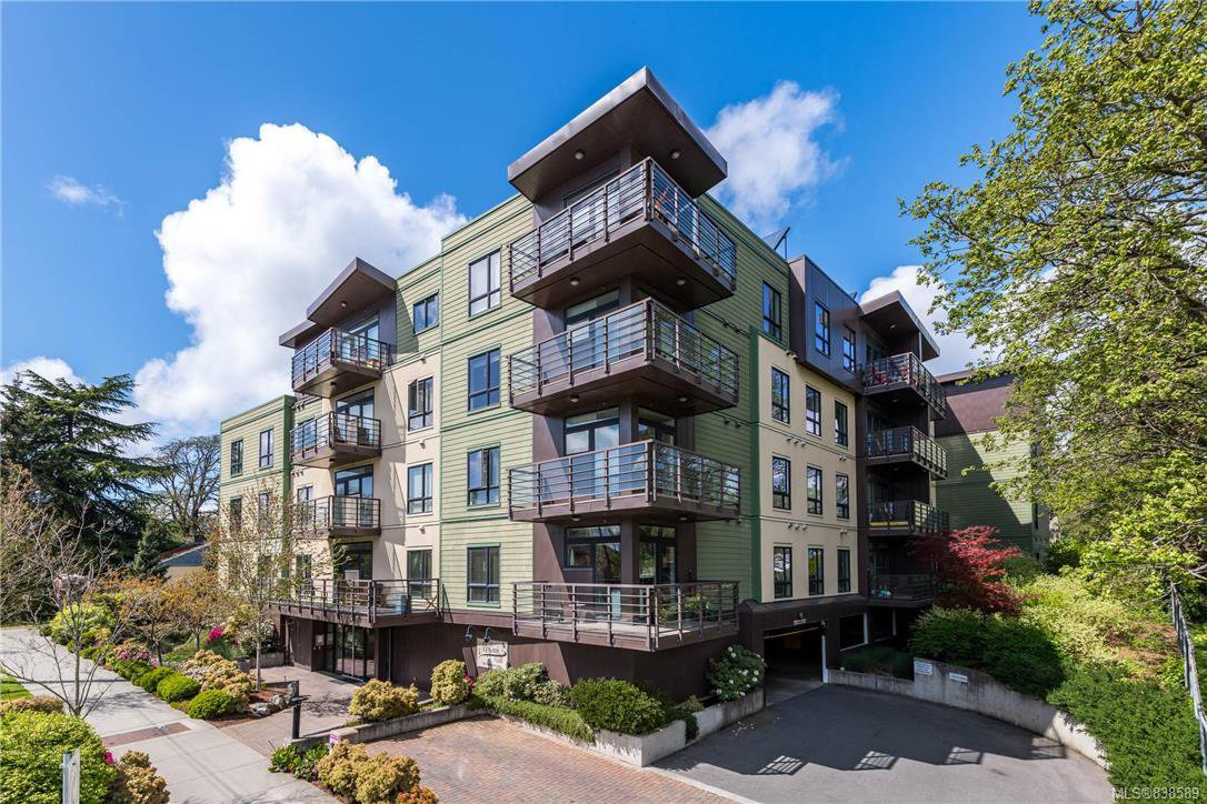 Main Photo: 308 982 McKenzie Ave in Saanich: SE Quadra Condo for sale (Saanich East)  : MLS®# 838589