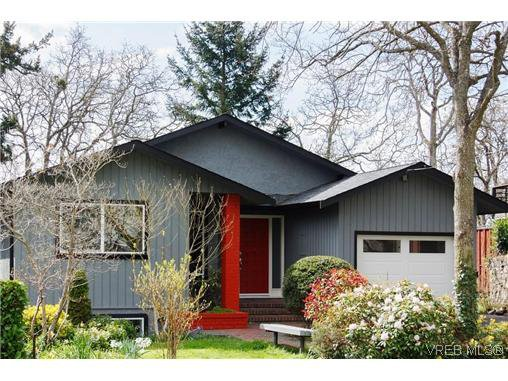 Main Photo: 979 Ridgeway St in VICTORIA: SE Swan Lake Single Family Detached for sale (Saanich East)  : MLS®# 636924
