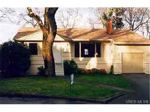 Main Photo: 1547 Oak Park Pl in VICTORIA: SE Cedar Hill Single Family Detached for sale (Saanich East)  : MLS®# 203153