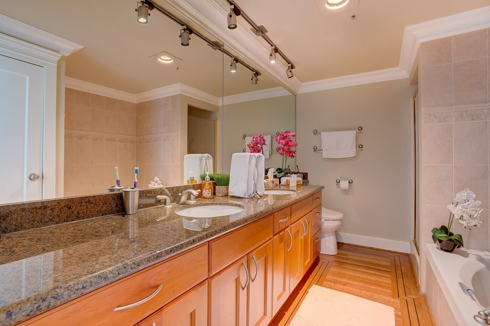 """Photo 13: Photos: 202 101 22ND Street in West Vancouver: Dundarave Condo for sale in """"Argyle Point"""" : MLS®# R2441837"""