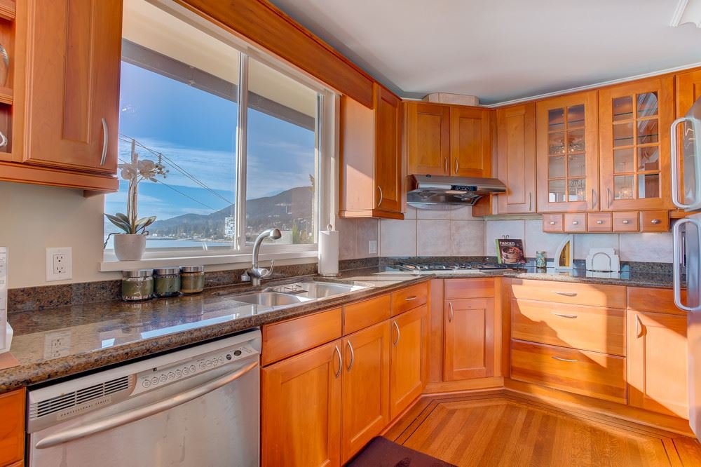 """Photo 7: Photos: 202 101 22ND Street in West Vancouver: Dundarave Condo for sale in """"Argyle Point"""" : MLS®# R2441837"""