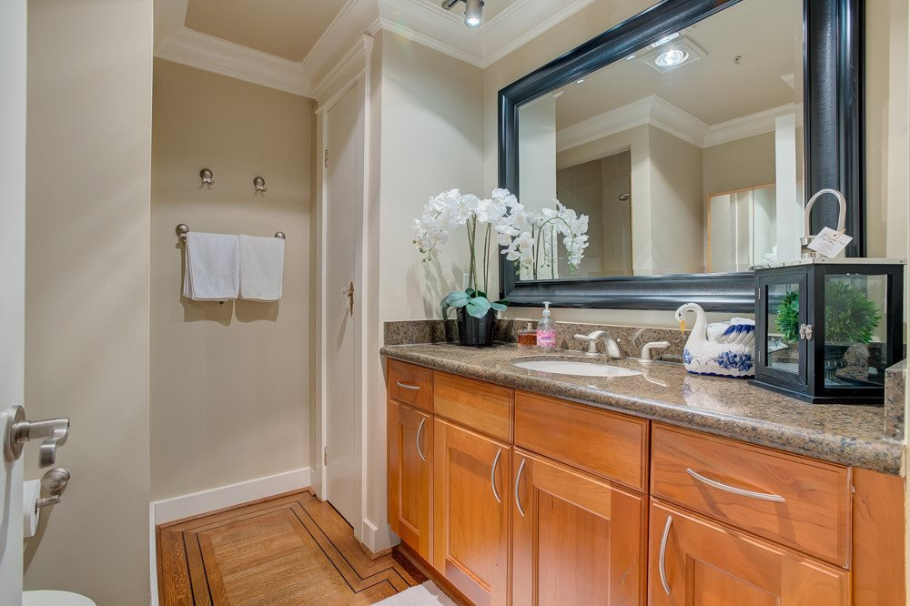 """Photo 9: Photos: 202 101 22ND Street in West Vancouver: Dundarave Condo for sale in """"Argyle Point"""" : MLS®# R2441837"""