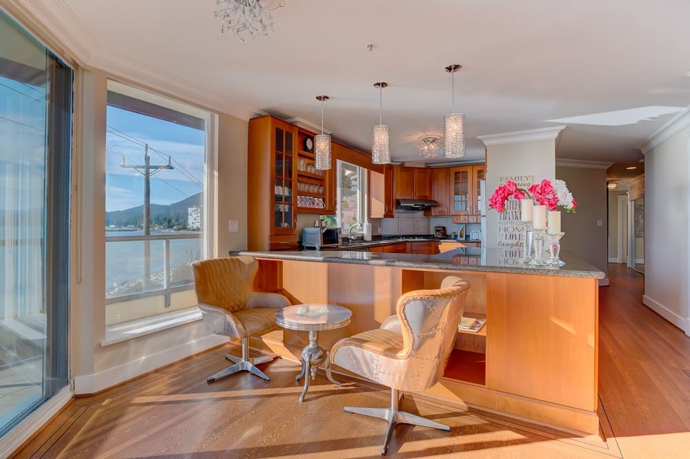 """Photo 8: Photos: 202 101 22ND Street in West Vancouver: Dundarave Condo for sale in """"Argyle Point"""" : MLS®# R2441837"""