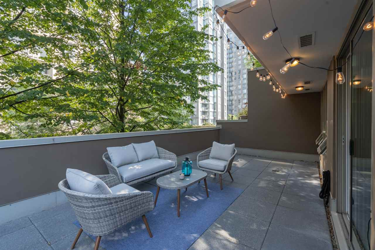 "Main Photo: 509 1055 RICHARDS Street in Vancouver: Downtown VW Condo for sale in ""The Donovan"" (Vancouver West)  : MLS®# R2496959"
