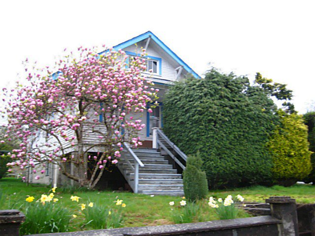 Main Photo: 1801 8TH Avenue in New Westminster: West End NW House for sale : MLS®# V1001547