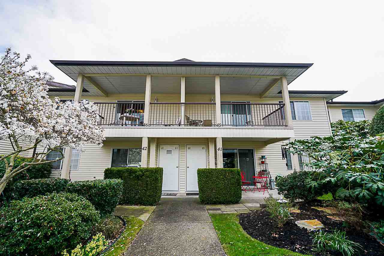 """Main Photo: 45 6467 197 Street in Langley: Willoughby Heights Townhouse for sale in """"Willow Park Estates"""" : MLS®# R2402822"""