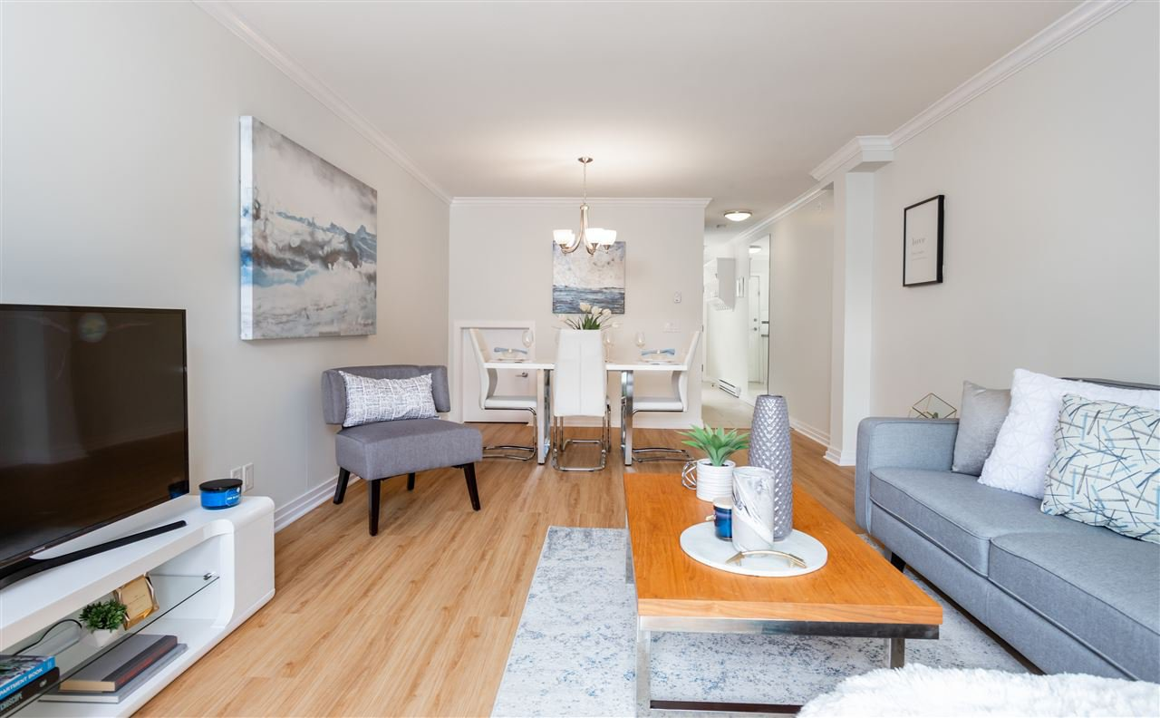 Main Photo: 11 327 E 33RD AVENUE in Vancouver: Main Townhouse for sale (Vancouver East)  : MLS®# R2410128