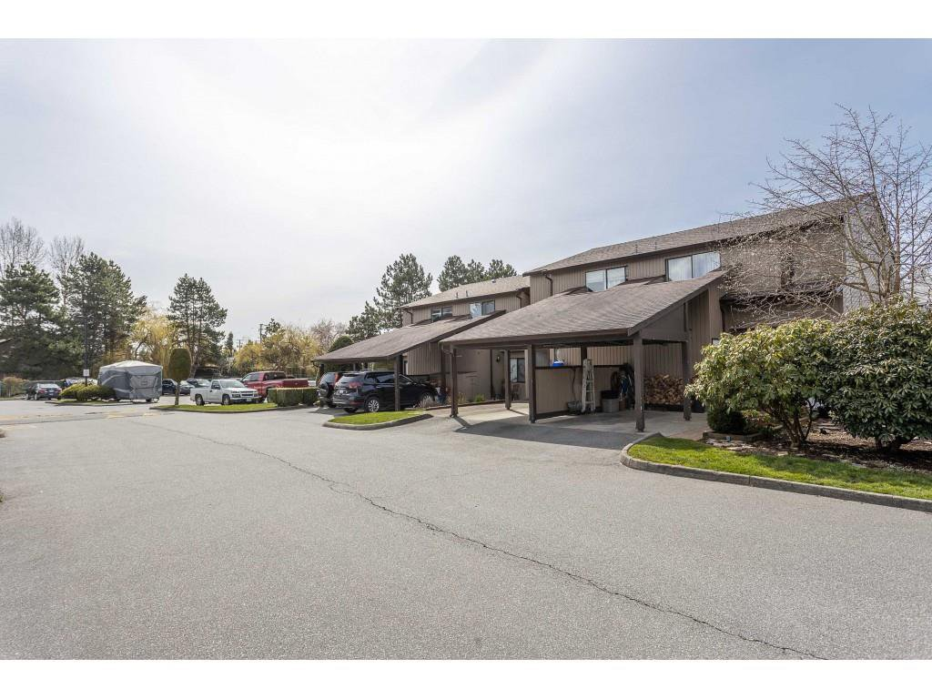 "Main Photo: 50 27044 32 Avenue in Langley: Aldergrove Langley Townhouse for sale in ""BERTRAND ESTATES"" : MLS®# R2449566"