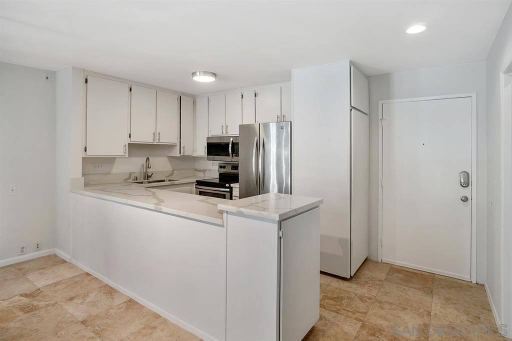 Main Photo: PACIFIC BEACH Condo for sale : 2 bedrooms : 4600 Lamont St #104 in San Diego