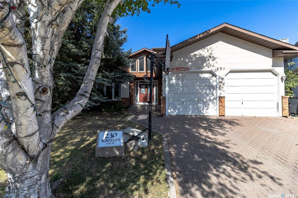 Main Photo: 230 Bornstein Court in Saskatoon: Erindale Residential for sale : MLS®# SK815084