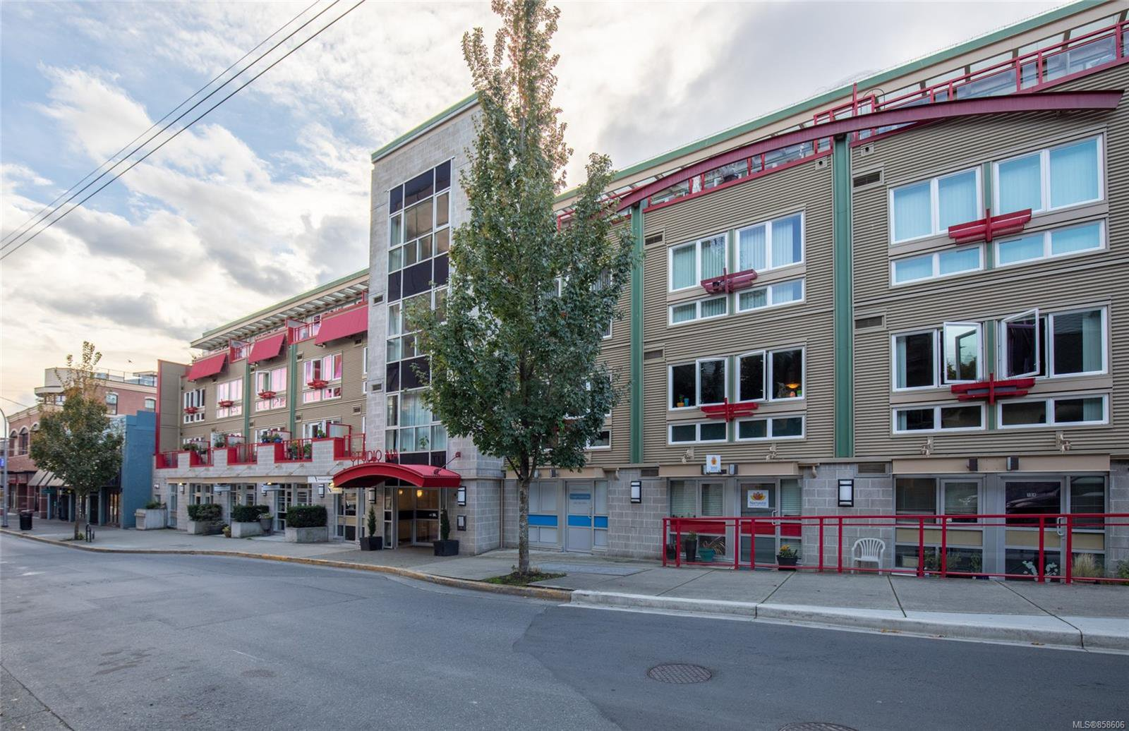 Main Photo: 320 99 Chapel St in : Na Old City Condo for sale (Nanaimo)  : MLS®# 858606