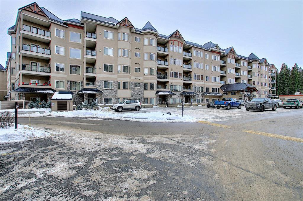 Main Photo: 136 10 Discovery Ridge Close SW in Calgary: Discovery Ridge Apartment for sale : MLS®# A1057299