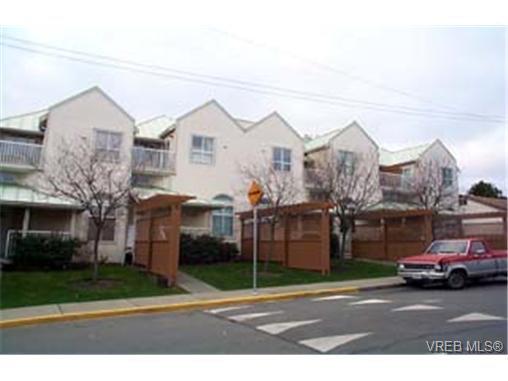 Main Photo: 3018 Washington Avenue in VICTORIA: Vi Burnside Townhouse for sale (Victoria)  : MLS®# 173342