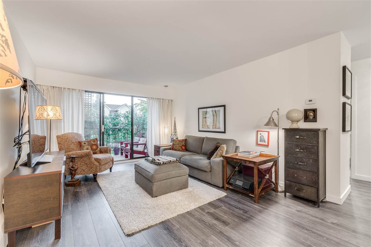 "Main Photo: 208 1585 E 4TH Avenue in Vancouver: Grandview Woodland Condo for sale in ""ALPINE PLACE"" (Vancouver East)  : MLS®# R2407908"