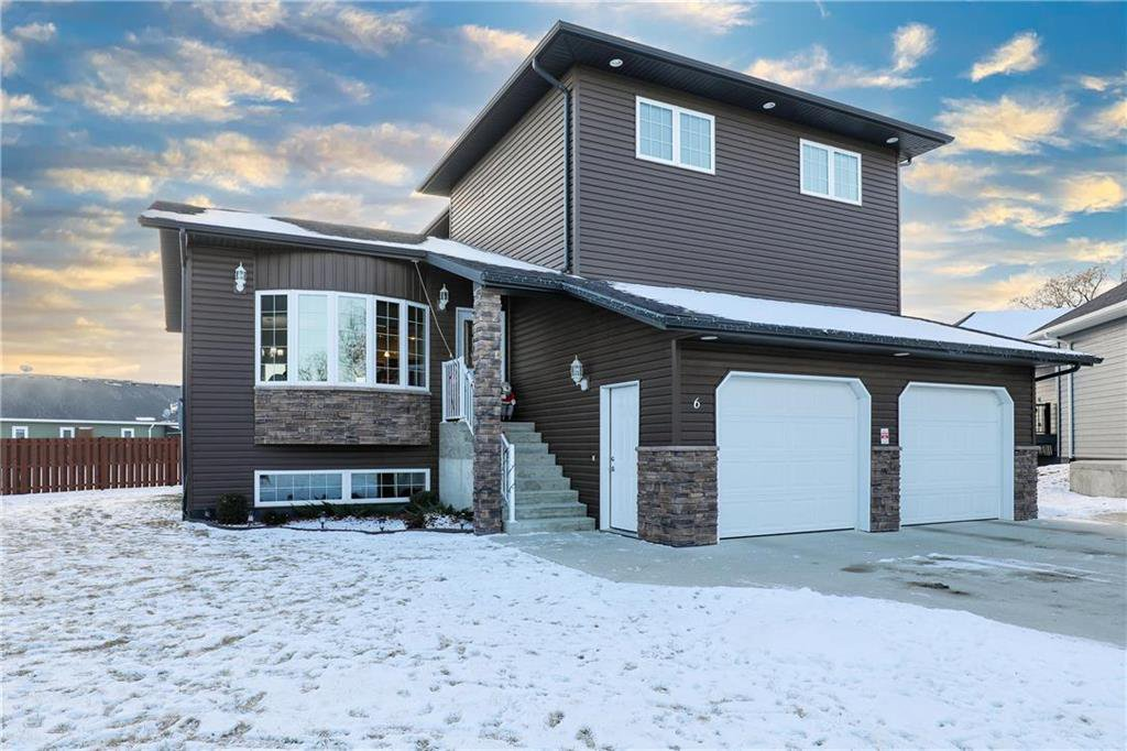 Main Photo: 6 Meadow Wood Bay in Carman: R39 Residential for sale (R39 - R39)  : MLS®# 202029675