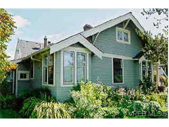 Main Photo: 115 Robertson St in VICTORIA: Vi Fairfield East House for sale (Victoria)  : MLS®# 254924