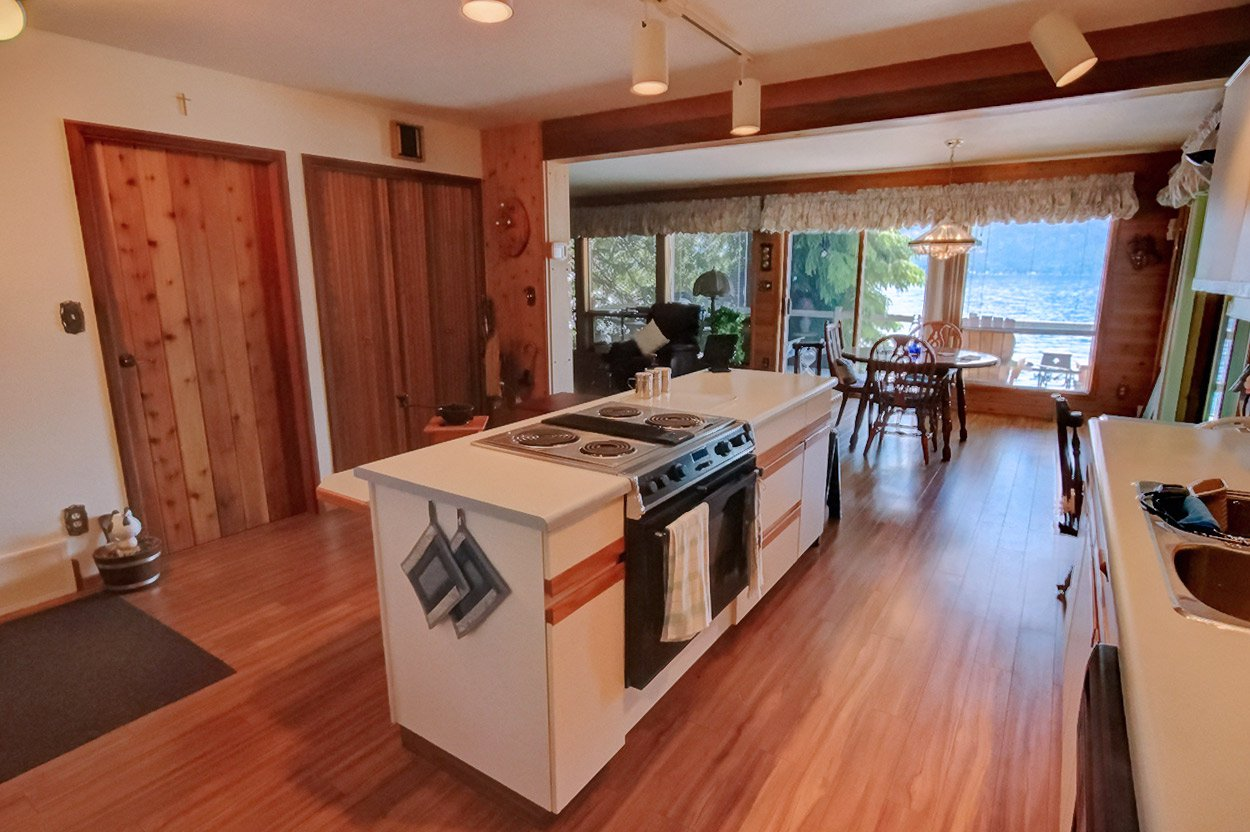 Photo 12: Photos: 6326 Squilax Anglemont Highway: Magna Bay House for sale (North Shuswap)  : MLS®# 10185653