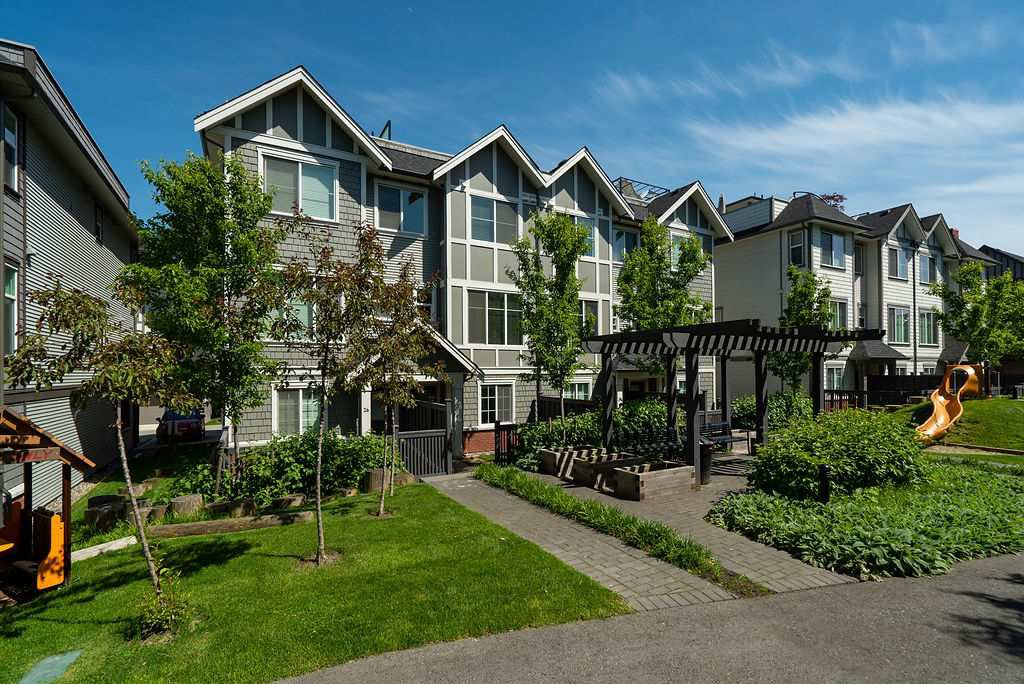 """Main Photo: 27 8217 204B Street in Langley: Willoughby Heights Townhouse for sale in """"Everly Green"""" : MLS®# R2459604"""