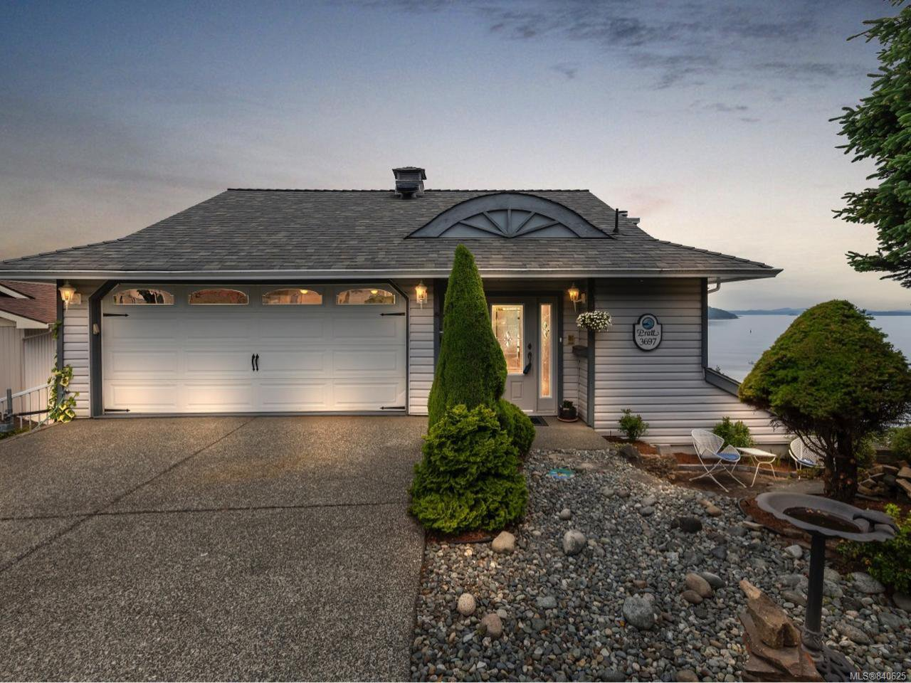 Main Photo: 3697 Marine Vista in COBBLE HILL: ML Cobble Hill Single Family Detached for sale (Malahat & Area)  : MLS®# 840625