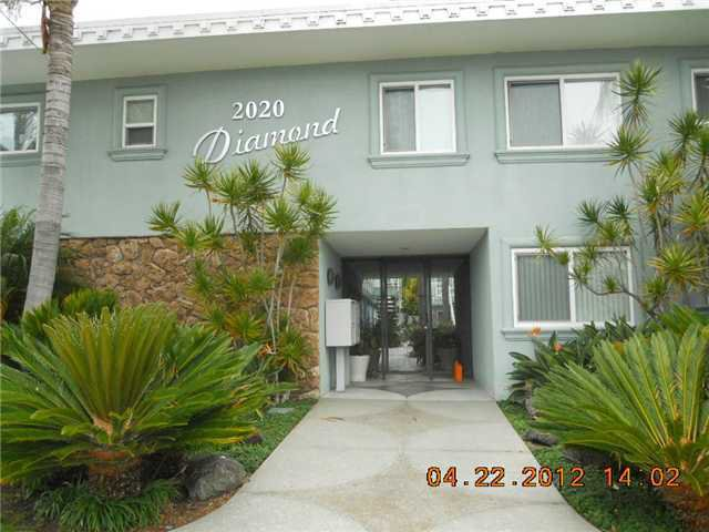 Main Photo: PACIFIC BEACH Home for sale or rent : 2 bedrooms : 2020 Diamond #3 in San Diego