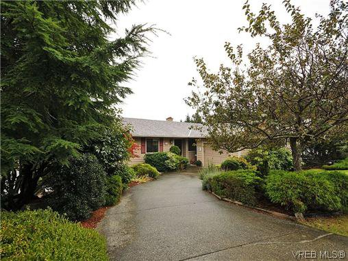 Main Photo: 549 Delora Drive in VICTORIA: Co Triangle Residential for sale (Colwood)  : MLS®# 316250