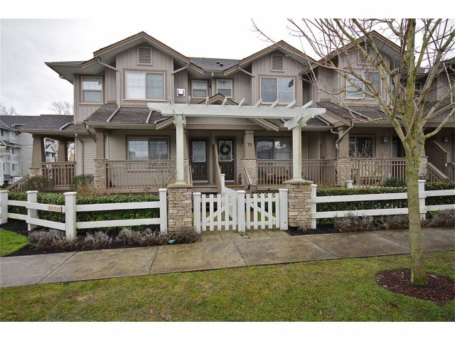 Main Photo: 72 19250 65th Avenue in Cloverdale: Townhouse for sale : MLS®# f1302925