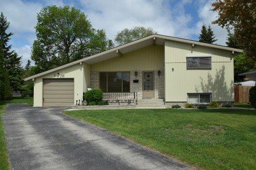 Main Photo: 5 Edderton Bay in Winnipeg: West Fort Garry Single Family Detached for sale (South Winnipeg)  : MLS®# 1522135