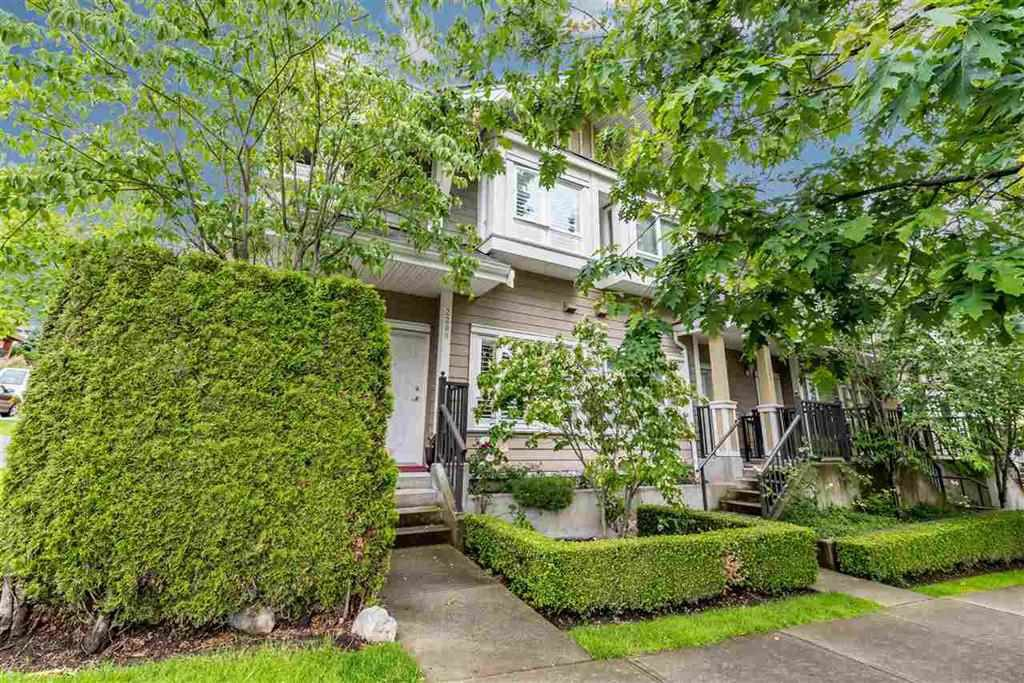 Main Photo: 2288 CHESTERFIELD AVENUE in North Vancouver: Central Lonsdale Townhouse for sale : MLS®# R2113190